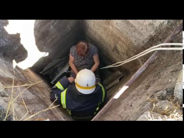 Дніпропетровська область рятувальники надали допомогу жінці, яка впала у колодязь