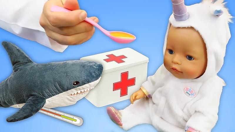 La bambola Nenuco sta male! Prendiamocene cura! Gioco del dottore dei giocattoli