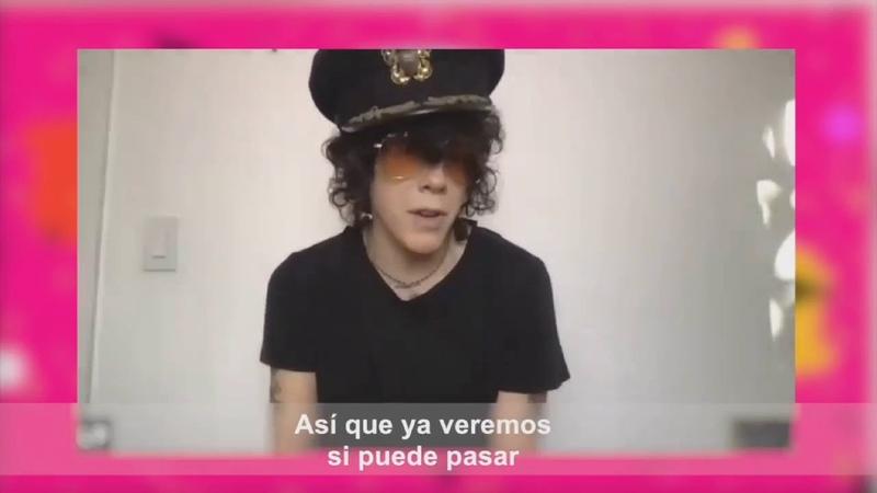 LP tararea Cielito Lindo y habla de hacer una canción en español Fragmento