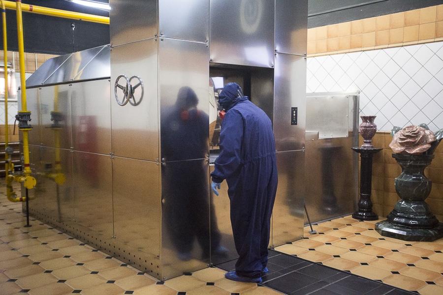 фото Чрезвычайные меры предосторожности: как происходит кремирование тел заражённых коронавирусом – эксклюзив Сиб.фм 9