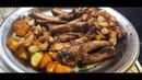 Показываем как приготовить свиные ребра в казане, с картошкой и луком на гарнир. Видеорецепт.