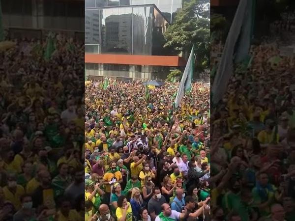 O povo vai as ruas em 1º de maioe cantam o Hino Nacional de Arrepiar EuAutorizo